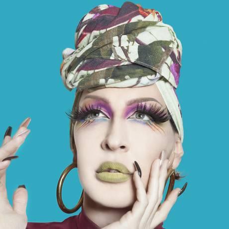 A drag queen Detox: amiga de Cláudia Raia, integra a turnê pelo Brasil Foto: Divulgação