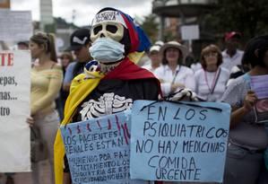 Pacientes protestam contra escassez de remédios em manifestação na capital, Caracas: governo venezuelano ignora cenário de crise na Saúde e rejeita clamor popular por ajuda humanitária estrangeira, dizem ativistas Foto: AP