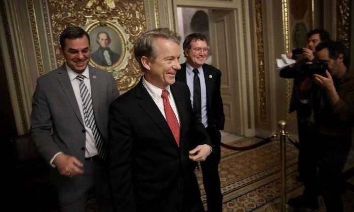 Câmara aprova orçamento nos EUA e põe fim a apagão administrativo