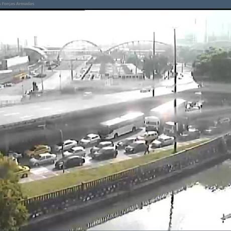 Congestionamento atrasa saída do Rio Foto: Reprodução do Twitter do Centro de Operações