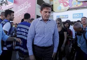 Prefeito Marcelo Crivella fez vistoria no Sambódromo Foto: Domingos Peixoto / Agência O Globo