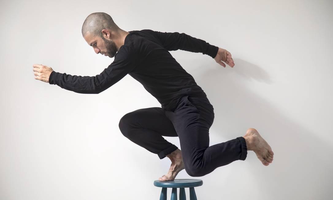 """""""Eu não sei se espero alguma coisa do público"""", diz o coreógrafo Diego Mur Foto: Ana Branco / Agência O Globo"""