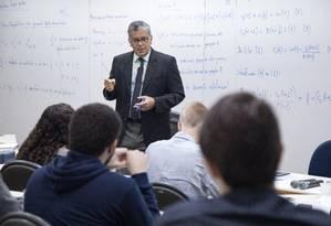 Aula do Professor Rubens Cysne, na EPGE, uma das universidades mais bem qualificadas no indice feito pelo MEC Foto: Ana Branco / Agência O Globo