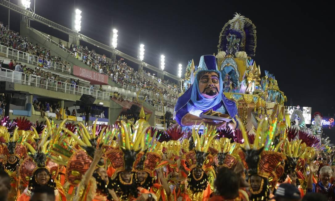 A estacio de Sa encerrou a primeira noite de desfiles da Série A Foto: Pedro Teixeira / Agência O Globo