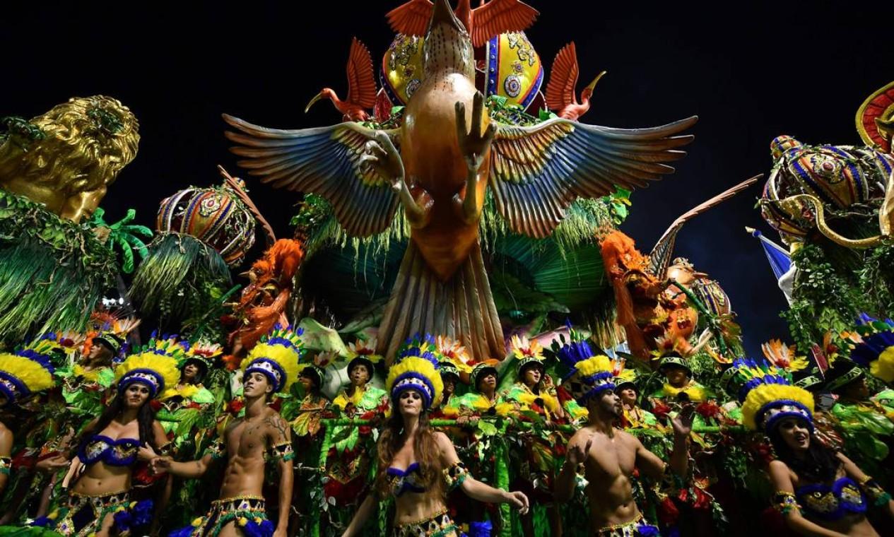 Tribo indígena na Acadêmicos do Tatuapé Foto: NELSON ALMEIDA / AFP