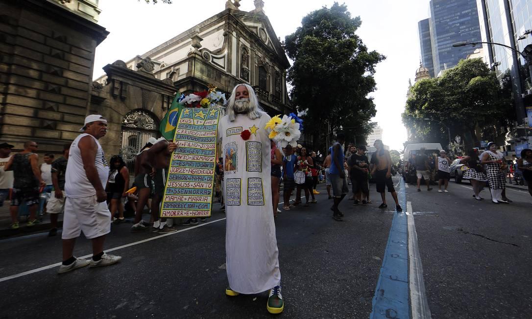 Homenagem ao Profeta da Gentileza, personagem típico do Rio Foto: Marcos de Paula / Agência O Globo