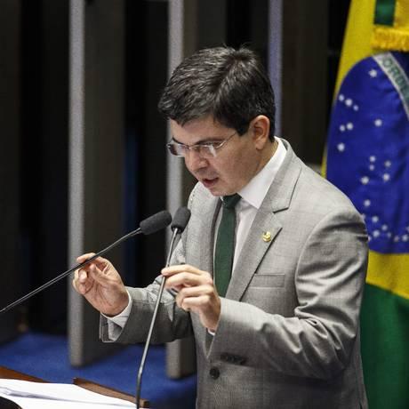 O senador Randolfo Rodrigues (REDE-AP). 11/05/2016 Foto: Daniel Marenco / Agência O Globo