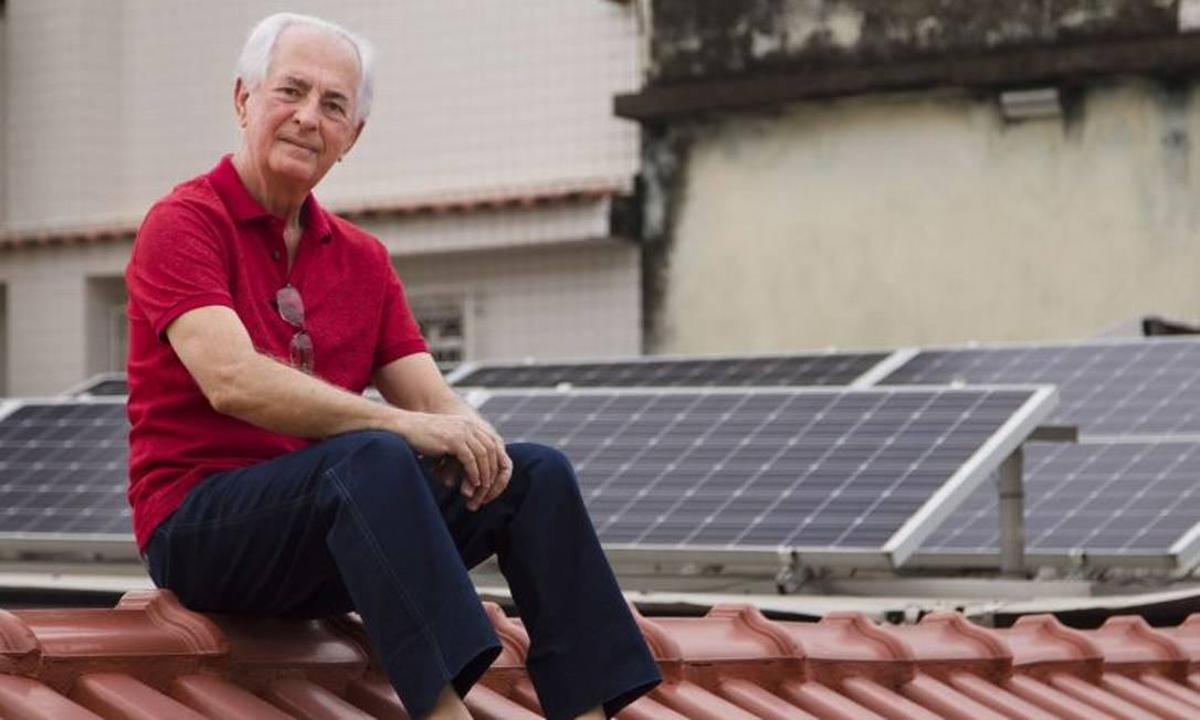 Reinaldo Silva produz 67% da energia que consome em sua casa Foto: / Leo Martins