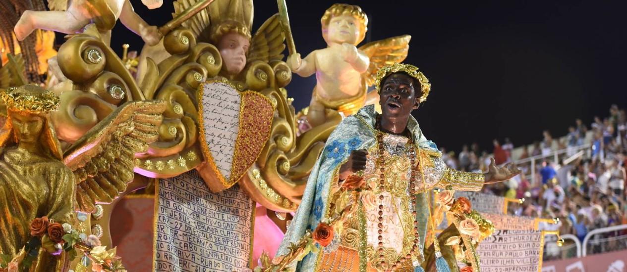 Acadêmicos do Cubango: a obra de Bispo do Rosário com fantasias e alegorias originais ede colorido encantador Foto: Diego Mendes / Agência O Globo
