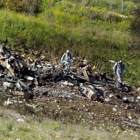 Imagem mostra destroços do caça israelense F-16 derrubado durante ataque na Síria Foto: JACK GUEZ / AFP