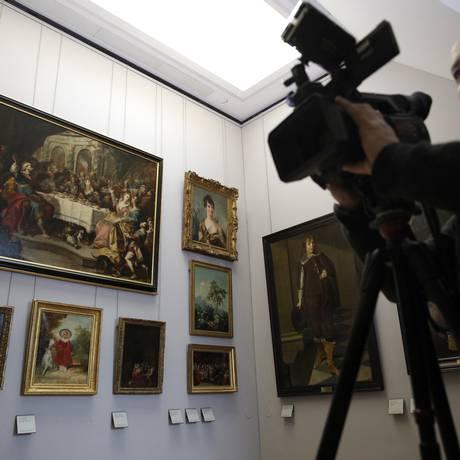 Sala no Museu do Louvre que reúne obras expoliadas por nazistas durante a Segunda Guerra Foto: Christophe Ena / AP