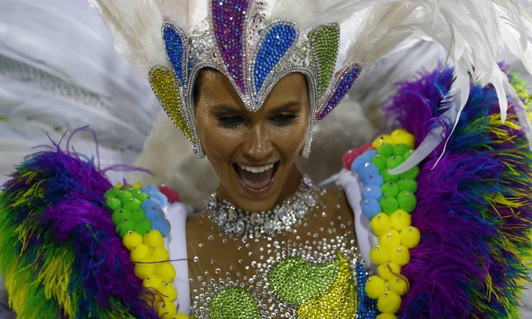 Renata Kuerten desfila pela Grande Rio Foto: Pablo Jacob / Agência O Globo