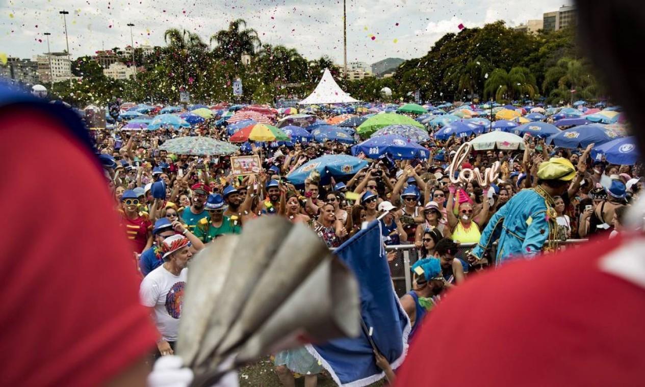 Bloco reuniu cerca de 70 mil foliões no Aterro do Flamengo Foto: Ana Branco / Agência O Globo
