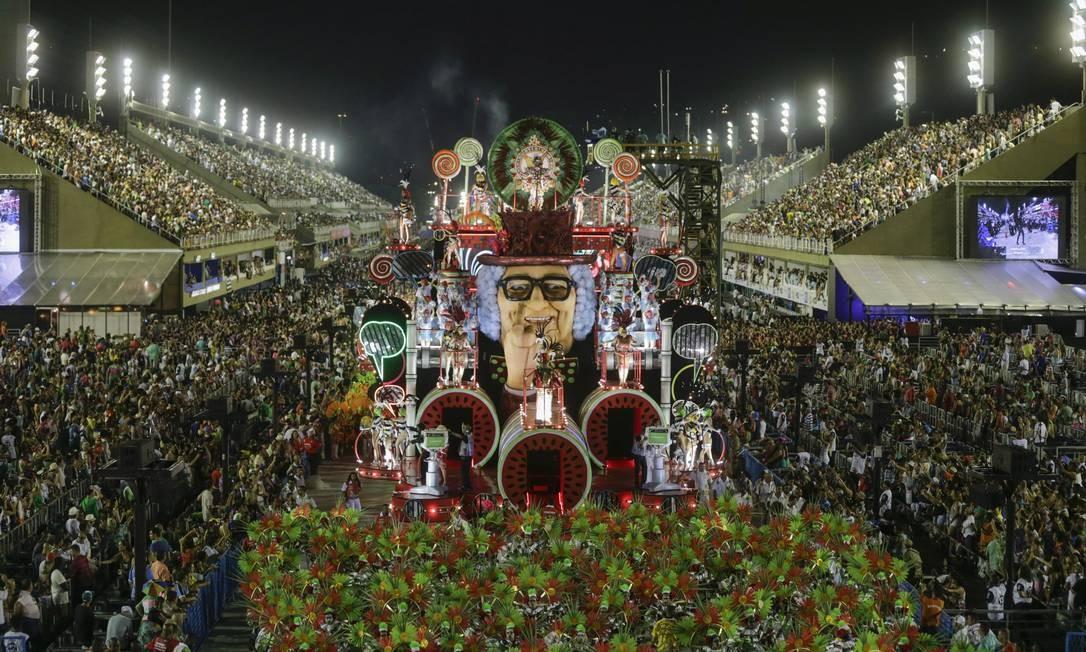 O apresentador Chacrinha é o tema de carro alegórico da Grande Rio Foto: Alexandre Cassiano / Agência O Globo