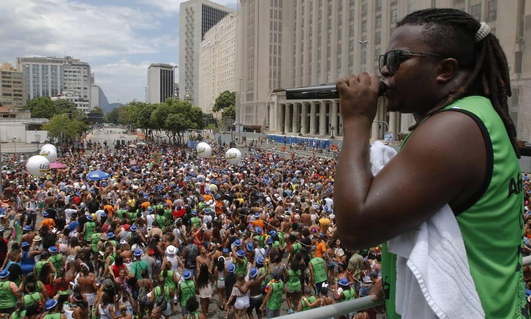 """Clássicos como """"Minha pequena Eva"""" e """"Poeira"""" animaram os foliões no AfroReggae Foto: Reginaldo Pimenta / Agência O Globo"""