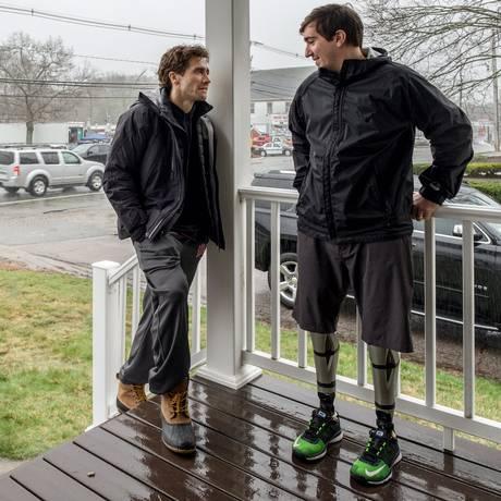 """Jake Gyllenhaal (à esquerda) conversa com Jeff Bauman, o personagem real que inspirou """"O que te faz mais forte"""", em cartaz desde quinta-feira Foto: Divulgação / Divulgação"""