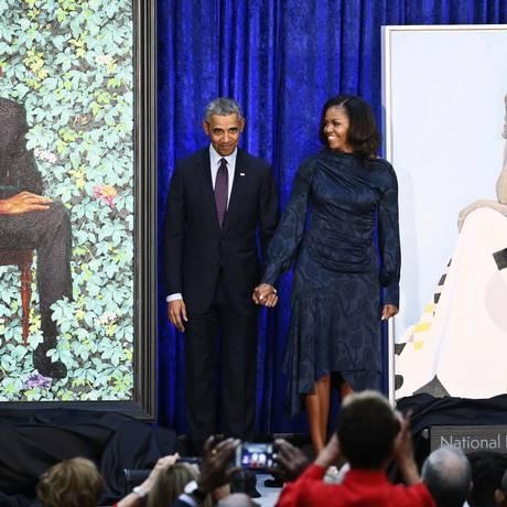 Ex-presidente Barack Obama e ex-primeira-dama Michelle Obama na apresentação de seus retratos na National Portrait Gallery, em Washington Foto: JIM BOURG / REUTERS