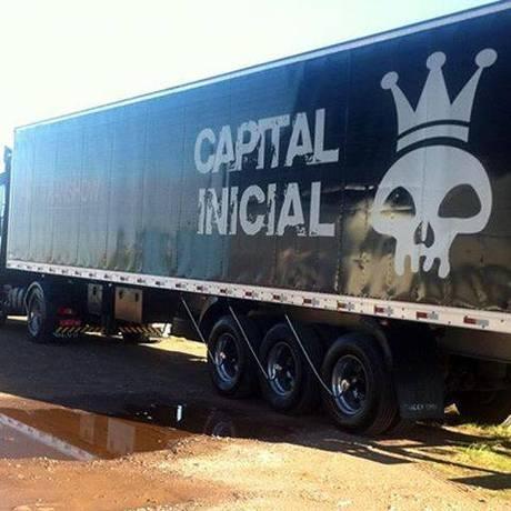 Caminhão da Banda Capital Inicial Foto: Reprodução/Facebook
