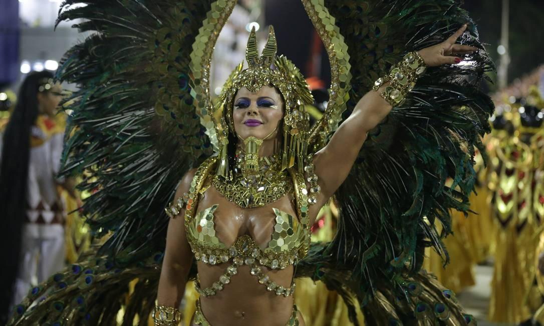 Viviane Araújo é a rainha de bateria da Salgueiro Márcio Alves / Agência O Globo