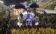 Desfile do Salgueiro na Marquês de Sapucaí, na segunda noite do carnaval do Rio