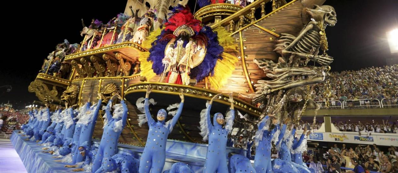 Beleza na alegoria da Portela Foto: Guito Moreto / Agência O Globo