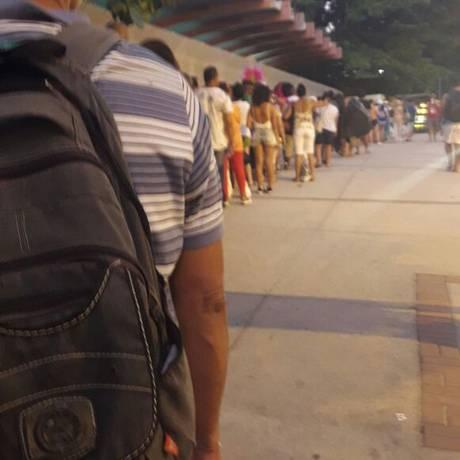 Usuários do metrô fazem fila em estação Foto: Reprodução / O Globo