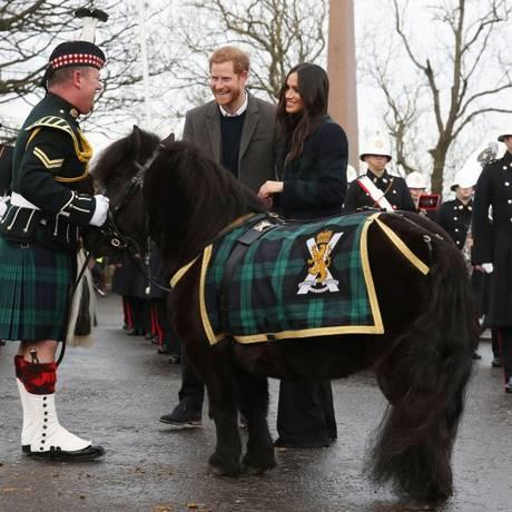 Harry, Meghan Markle e Cruachan Foto: ANDREW MILLIGAN / AFP