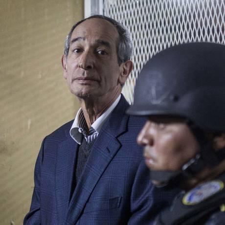O ex-presidente da Guatemala Alvaro Colom, que governou de 2008 a 2012, é detido pela polícia por um caso de corrupção Foto: Luis Soto / AP