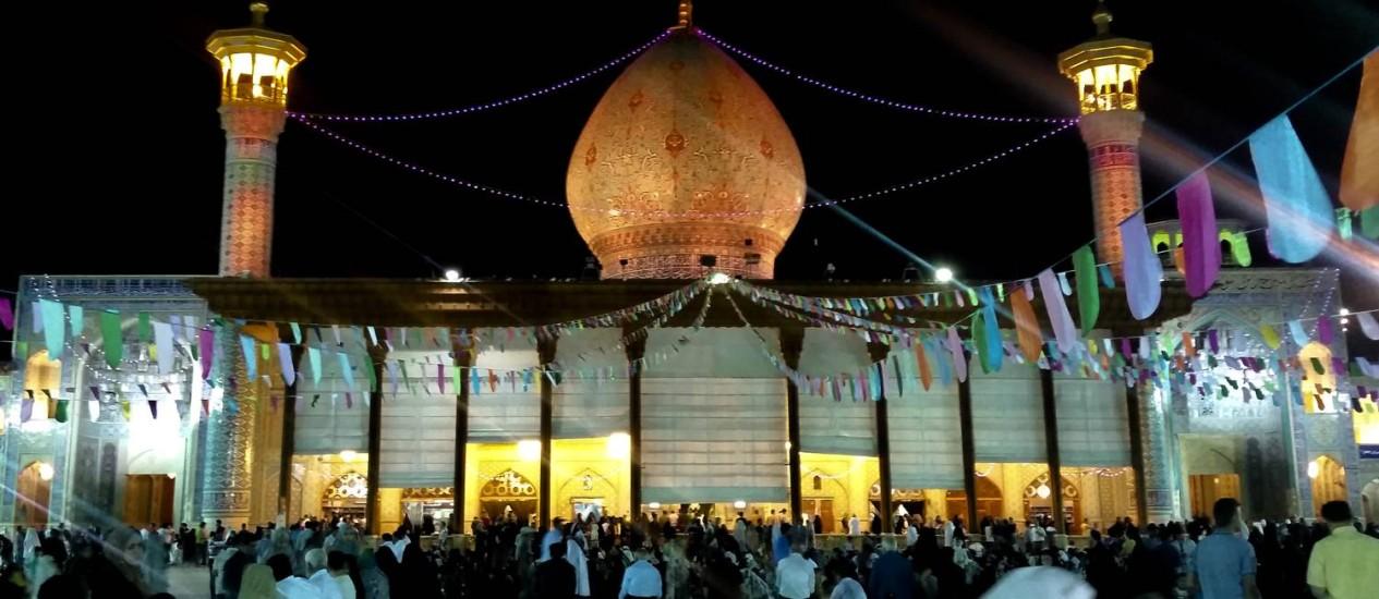 Celebração pela data de nascimento do Imam Mahdi na mesquita Shah e Chearagh, no Irã Álbum de viagem Foto: Eduardo Maxnuck / Álbum de viagem
