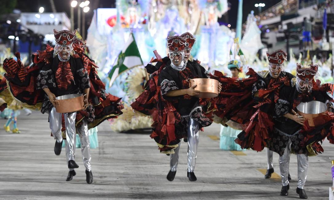 A escola de samba Cubango também conquistou o Estandarte de Ouro de melhor Enredo do grupo de acesso Barbara Lopes / Agência O Globo