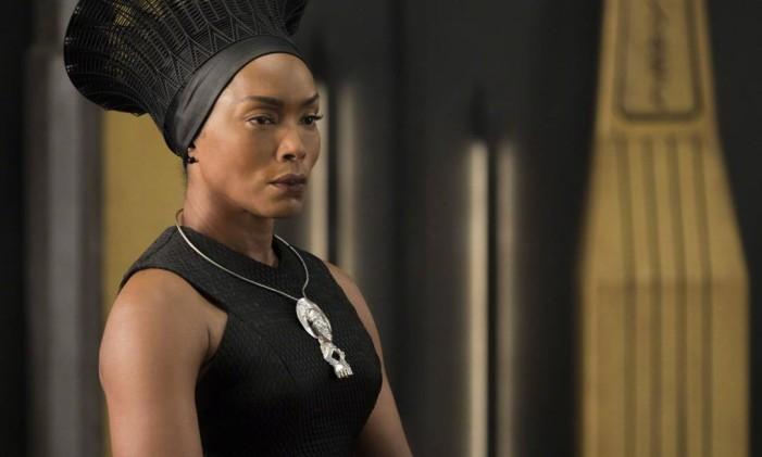 Angela Basset em 'Pantera Negra' Foto: Divulgação