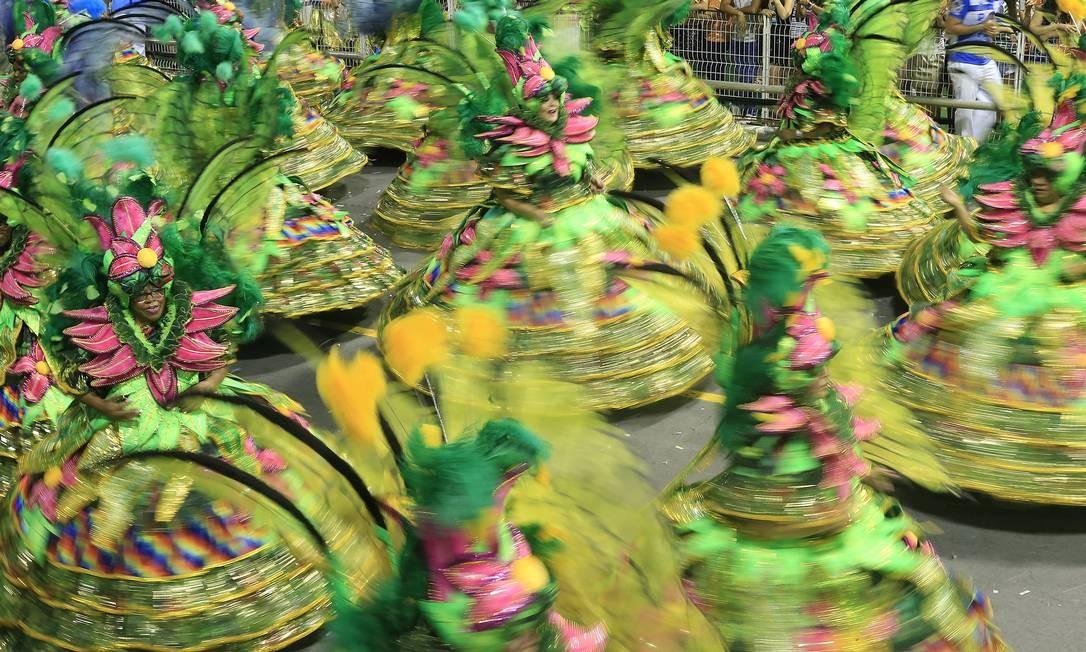 A escola levou para a avenida 3,2 mil integrantes em fantasias luxuosas Agência O Globo