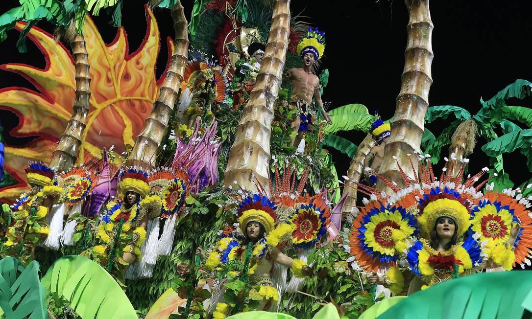 Alas coreografadas e alegorias gigantescas também chamaram a atenção do público Agência O Globo