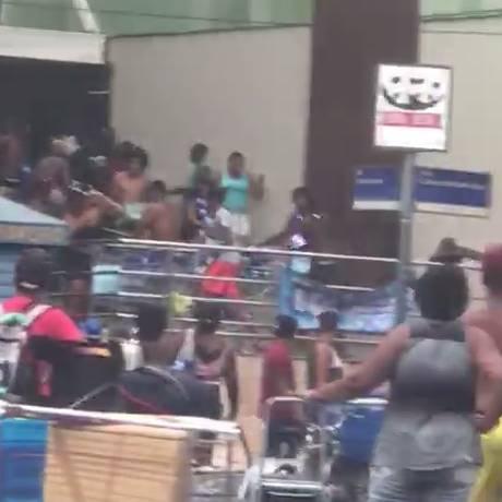 Imagens mostram tumulto em porta de mercado no Leblon Foto: Reprodução