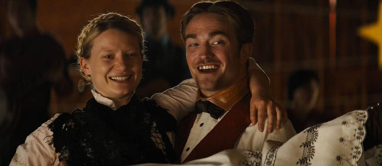 Para o diretor do festival, 'Damsel', com Robert Pattinson e Mia Wasikowska, é 'um western feminista que traz resposta audiovisual ao #MeeToo' Foto: Divulgação