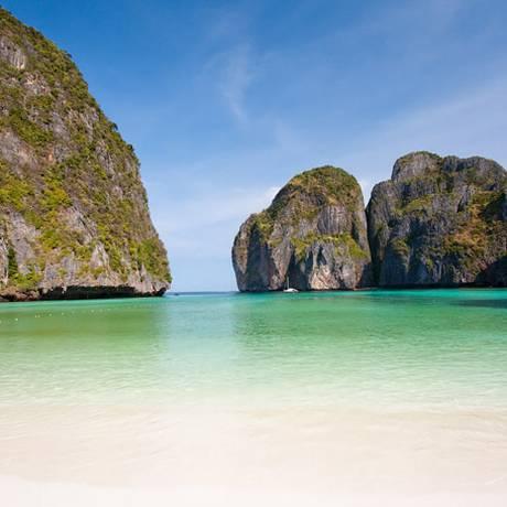 """Maya Bay ficou conhecida em todo o mundo no filme """"A Praia"""", lançado em 2000 Foto: WIKIMEDIA"""