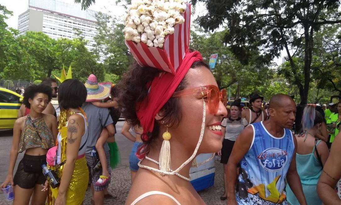 Cordinhas penduradas nos óculos foram um dos modismos mais usados nos blocos Foto: Bárbara Nóbrega / Agência O Globo