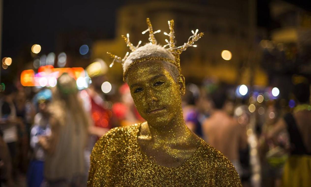 Fantasias repletas de brilho chamaram a atenção durante o desfile do Tecnobloco Foto: Alexandre Cassiano / Agência O Globo