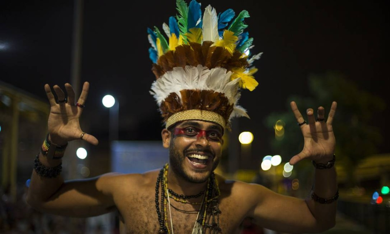 Índios, sereias, piratas e super-heróis deram o tom do desfile Foto: Alexandre Cassiano / Agência O Globo