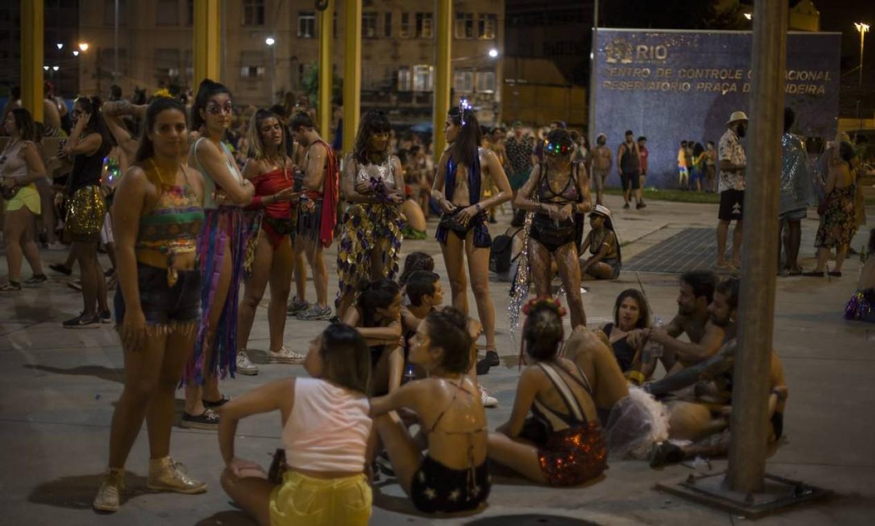 Na Praça da Bandeira, foliões curtiram o cortejo do Tecnobloco até o fim da madrugada Foto: Alexandre Cassiano / Agência O Globo
