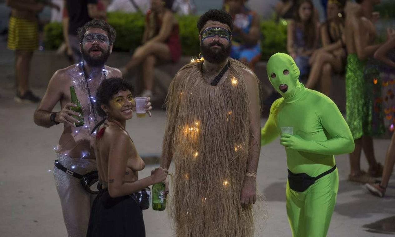 Criatividade esteve em alta no desfile, com fantasias divertidas e irreverentes Foto: Alexandre Cassiano / Agência O Globo