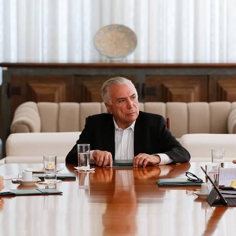 O presidente Michel Temer discute com ministros auxílio a Roraima Foto: Marcos Corrêa/Presidência