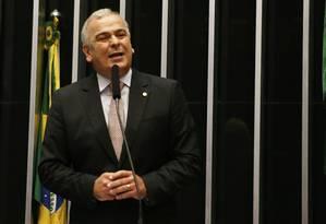 O deputado Júlio Delgado (PSB-MG) discursa no plenário da Câmara Foto: Ailton de Freitas/Agência O Globo/01-02-2017