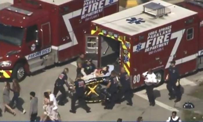 Jovem que atacou escola na Flórida é indiciado por 17 assassinatos