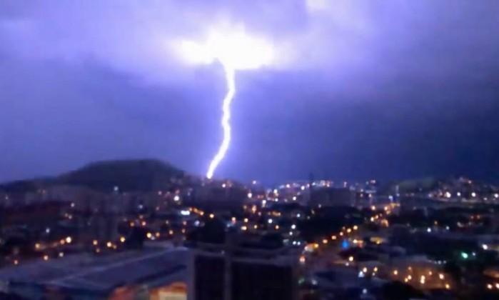 Rio teve mais de sete mil raios em quatro horas durante temporal