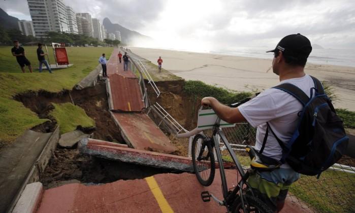 Parte da ciclovia Tim Maia desaba por causa de temporal no Rio