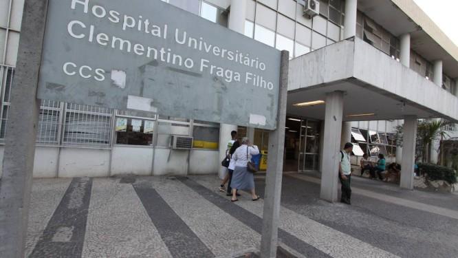 Hospital do Fundão sofreu com a chuva desta madrugada Foto: Paulo Nicolella / Agência O Globo