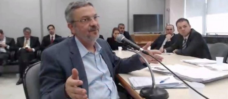 Antonio Palocci, preso na Lava Jato, durante depoimento ao juiz Sergio Moro Foto: Reprodução