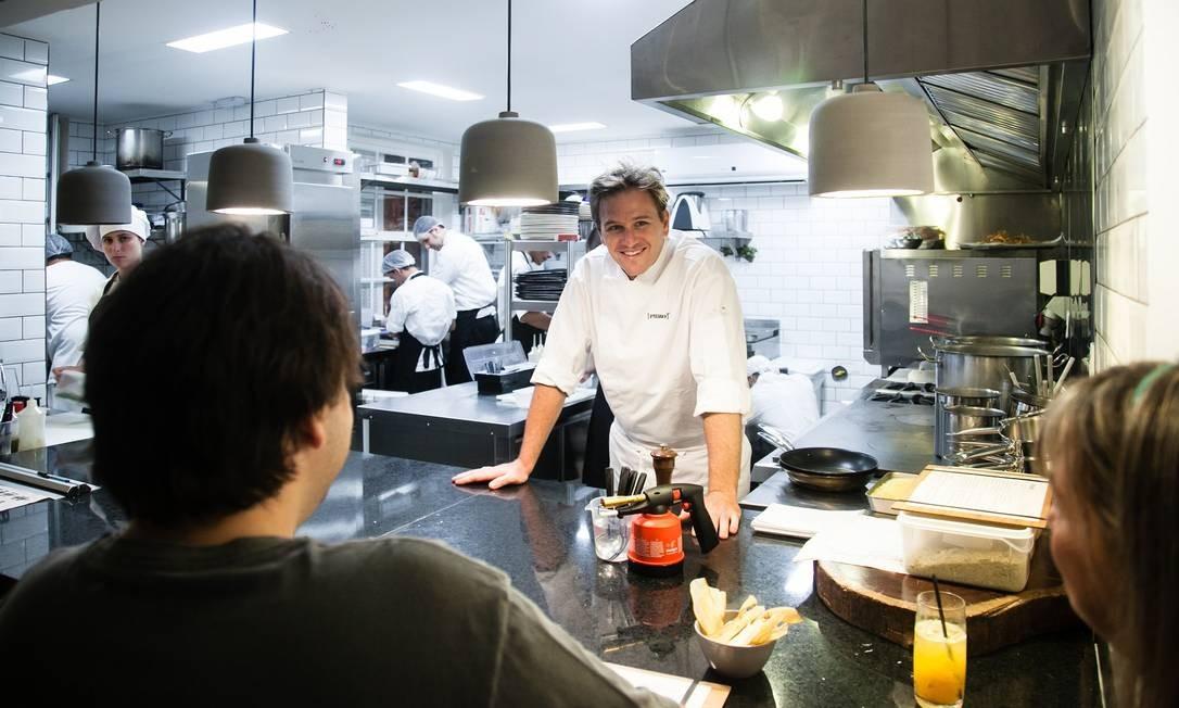 Puro. Pedro Siqueira acredita que mostrar a cozinha traz mais confiança ao público e credibilidade para a sua equipe Foto: Divulgação