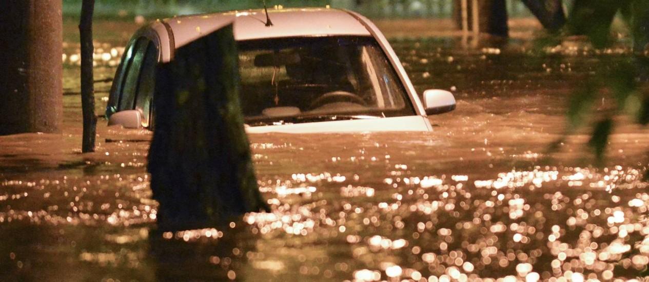 Temporal desta quinta-feira deixou várias ruas do Rio alagadas Foto: Fotoarena / Agência O Globo